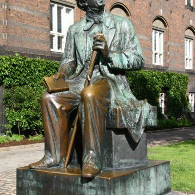 Hans Christian Andersen Statue vor dem Rathaus in Kopenhagen
