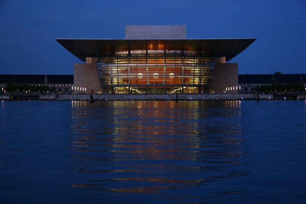 Königliche Oper auf der Insel Holmen von Kopenhagen bei Nacht