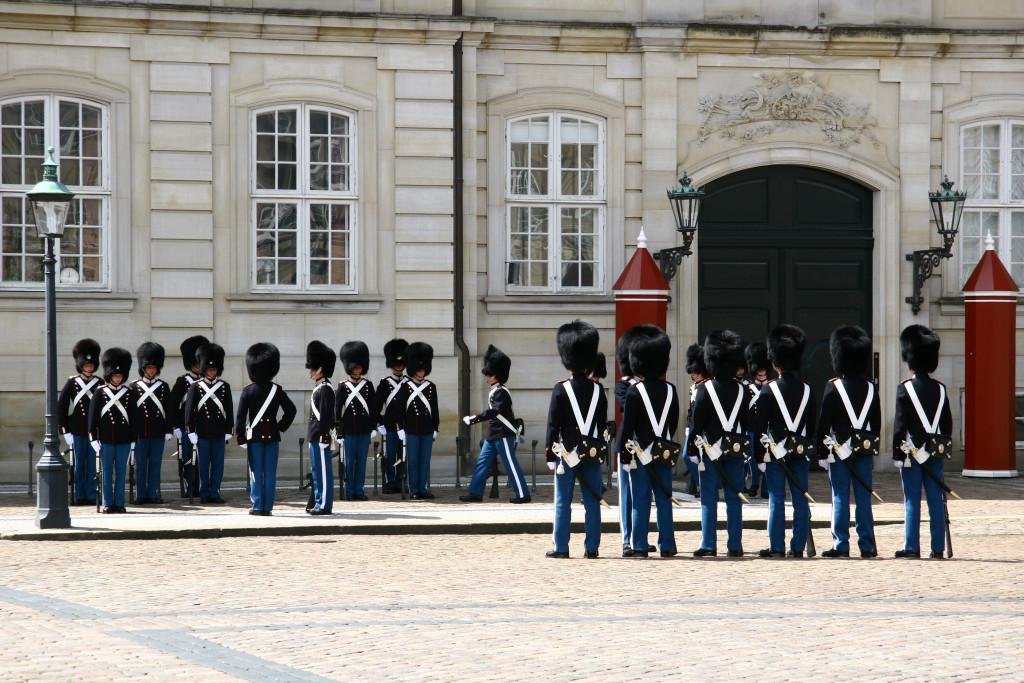 Schloss Amalienborg - Wachablösung der königlichen Leibgarde