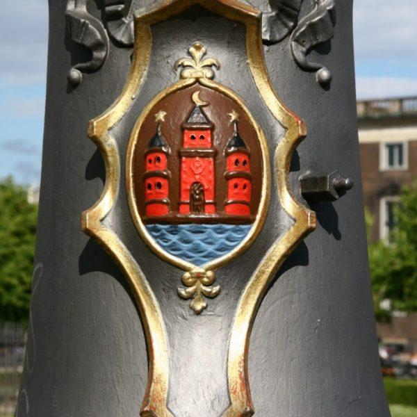 Wappen von Kopenhagen auf einer Laterne