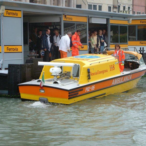 Ambulanza auf dem Canal Grande - Ferrovia