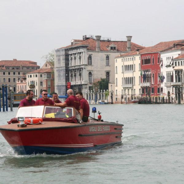 Vigili Del Fuoco - Feuerwehr auf dem Canal Grande