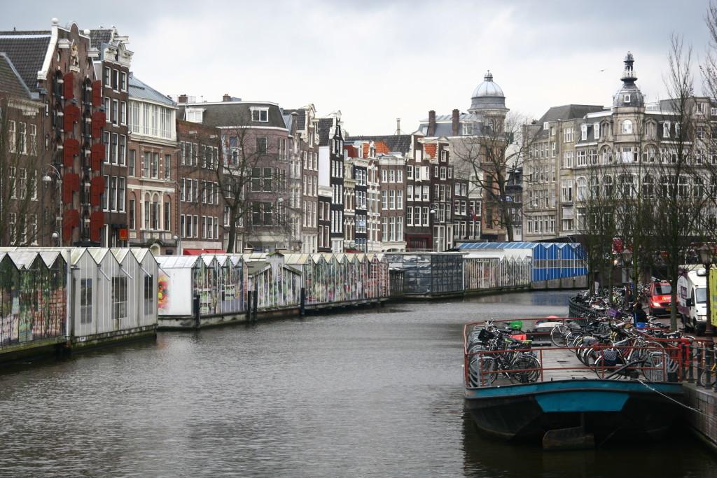 Bloemenmarkt - Der schwimmende Blumenmarkt in der Single-Gracht zu Amsterdam