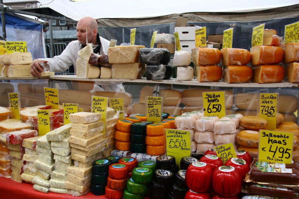 Käsestand auf dem Markt