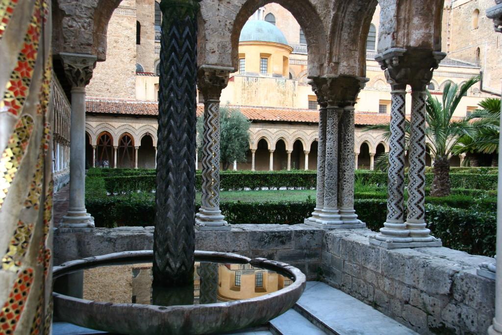 Brunnenhof im Kreuzgang der Kathedrale von Monreale