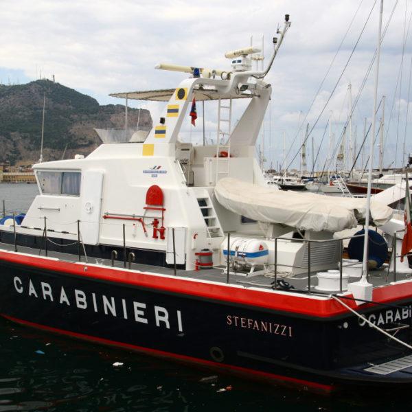 Carabinieri-Schiff im Hafen von Palermo
