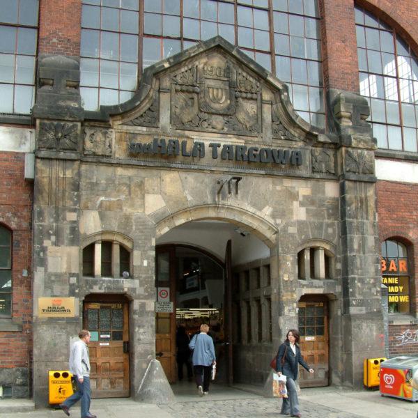 Hala Targowa - Die Markthalle im alten Bahnhofsgebäude