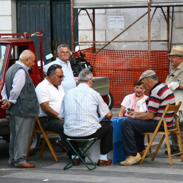 Kartenspieler auf der Straße