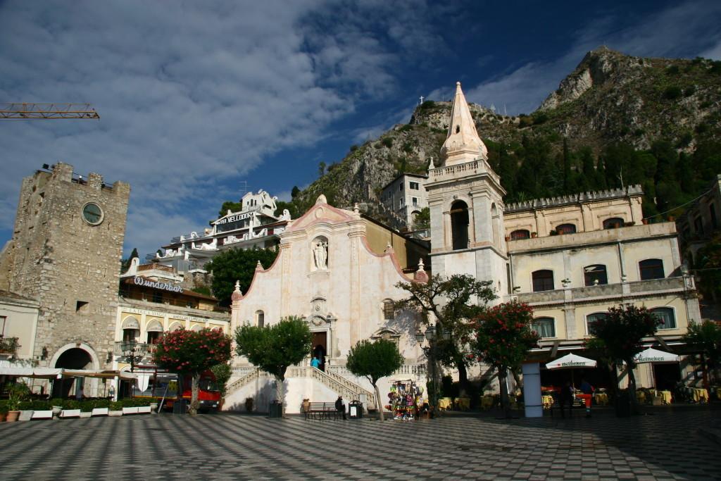 Piazza IX Aprile und die Kirche Chiesa di san Giuseppe in Taormina