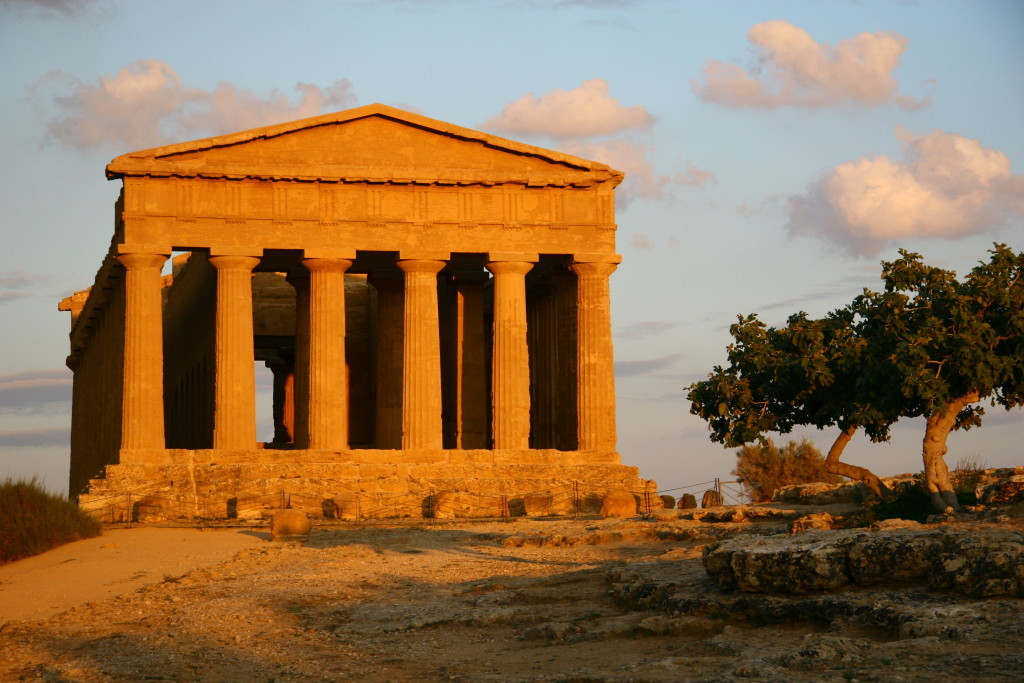 Tempel der Concordia bei untergehenden Sonne