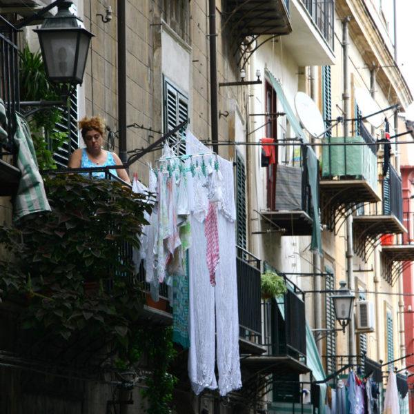 Wäsche in den Straßen von Palermo