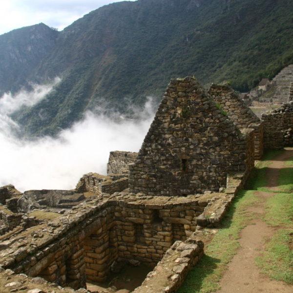 Machu Picchu - Nebel in der Ruinenstadt