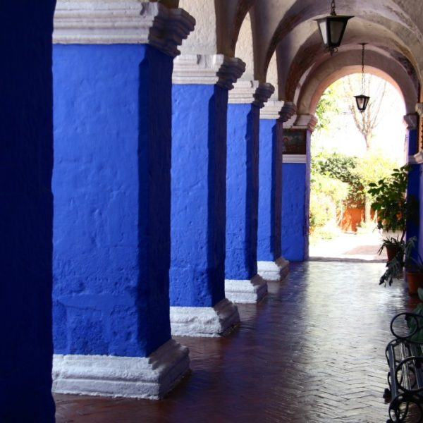 Monasterio de Santa Catalina - Blauer Säulengang
