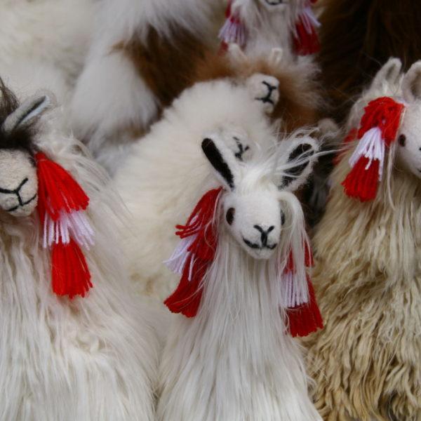 Alpaka-Stofftiere als Souvenir in Chinchero / Peru