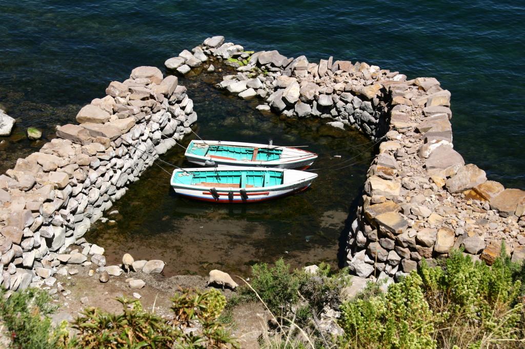 Bootsanlegestelle aus Steinen auf der Insel Taquile