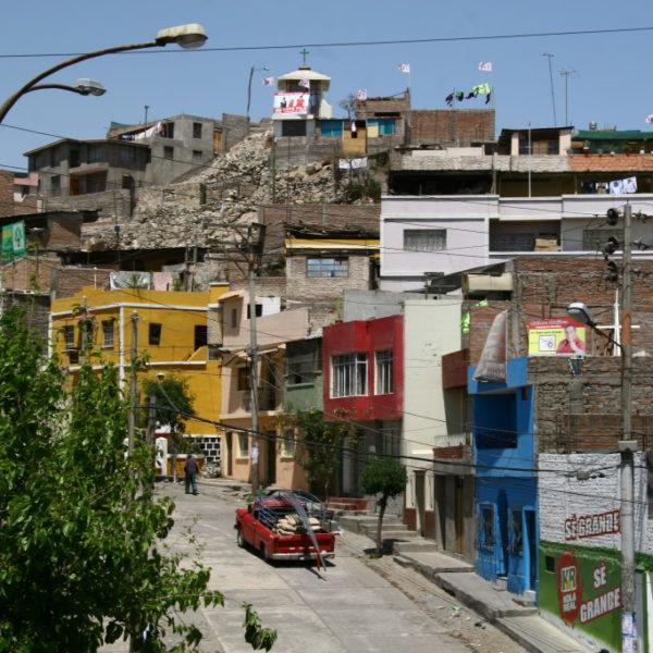Bunte Häuser im Umland von Arquipa
