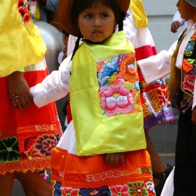 Umzüge, Paraden, auf peruanischen Straßen geht es immer bunt zu