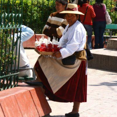 Getränkeverkäuferin in Puno