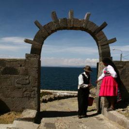 Titicaca See – Uros Floating Islands & strickende Männer auf der Isla Taquile