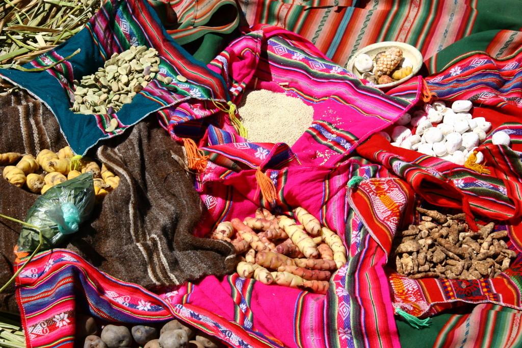 Lebensmittel der Uros - Eier, Kartoffeln, Mais, Quinoa, Bohnen