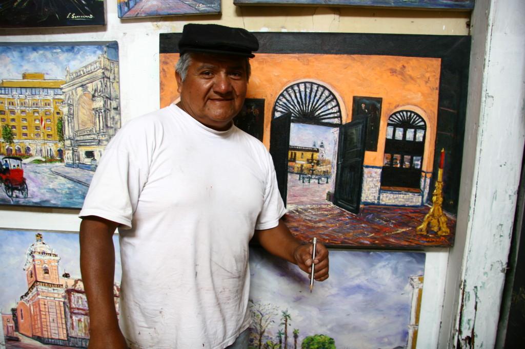 Der Maler Luis Samanamud malt vor seinem Atelier Bilder von Lima. Das Treppenhaus zu den Ausstellungsräumen ist voller schöner Lima-Motive. Webseite von Luis Samanamud: www.luisalbertosamanamudtapia.com