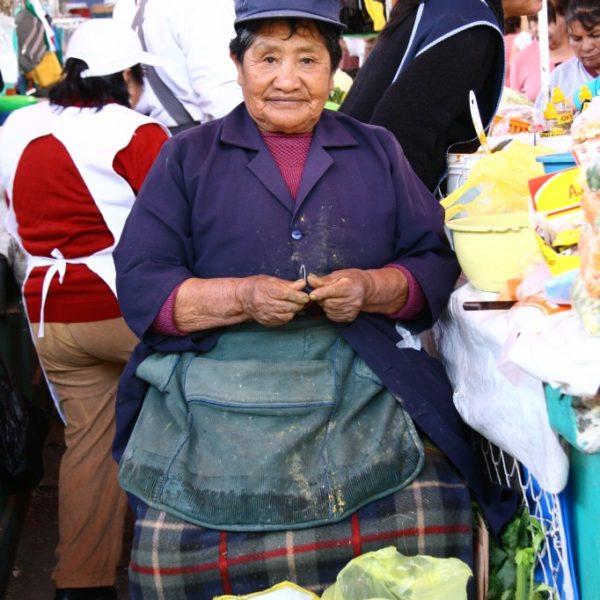 Mercado San Camilo - Gemüse-Verkäuferin auf dem Markt in Arequipa