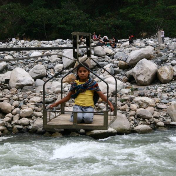Mit der Seilbahn über den Fluss Río Urubamba