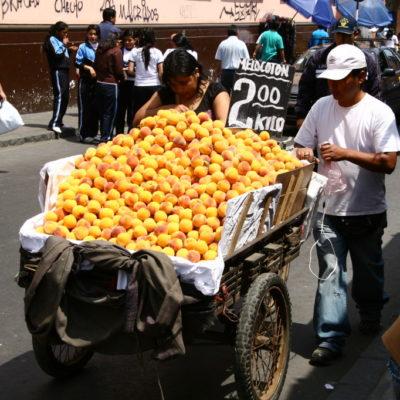 Orangenverkauf auf der Straße in Lima