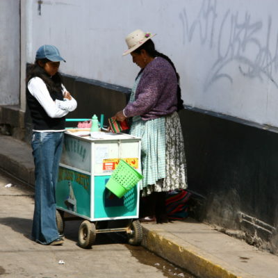 Salteñas - Imbisstand in PunoImbisstand in Puno