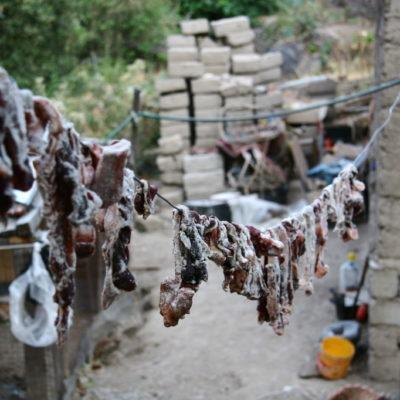 San Juan de Chuccho im Colca-Canyon - Fleisch wird zum Trocknen aufgehängt