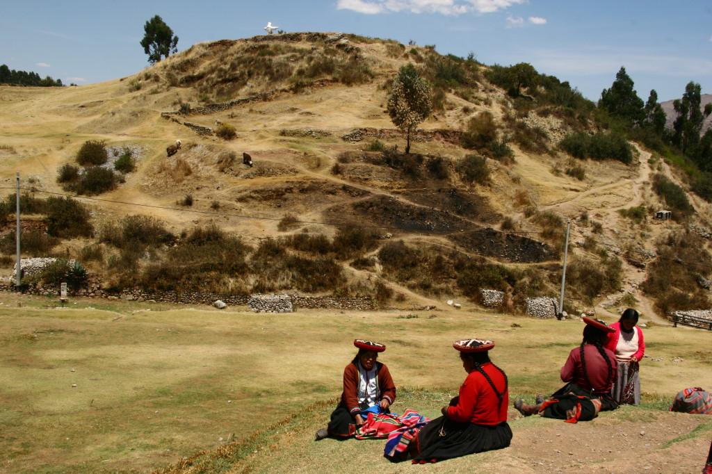Saqsayhuaman - Traditionell gekleidete Cholitas