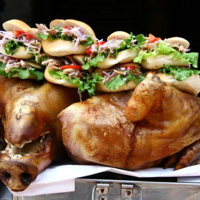 Streetfood in Lima - Schweineburger im Straßenverkauf auf der Jirón Ancash