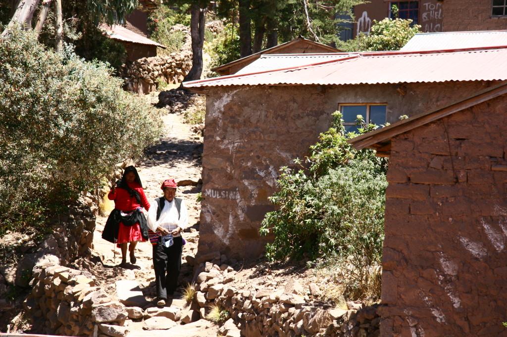 Taquileños - Bewohner der Insel Taquile mit ihrer typischen Kleidung