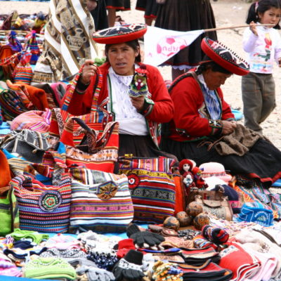Taschen auf dem Markt in Chinchero / Sacred Valley of the Incas