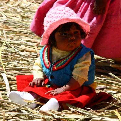 Uros Island - Kleines Mädchen der Uros-Indianer