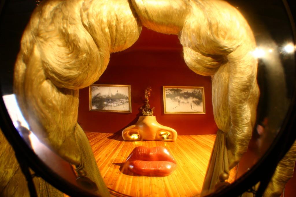 Gesicht der Mae West – Kann als surrealistisches Appartement benutzt werden im Teatre-Museu Dalí