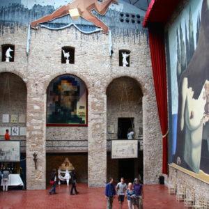 Große Halle im Teatre-Museu Dalí in Figueres