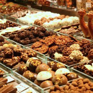 Süße Spezialitäten auf dem Markt La Boqueria - Pralinen und Schokolade