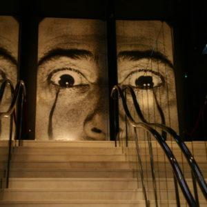 Teatre-Museu Dalí in Figueres - Treppe mit gespiegelter Gesichtshälfte von Dalí