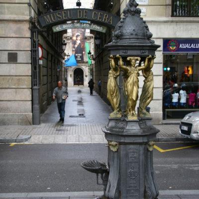Trinkbrunnen vor dem Museu de Cera