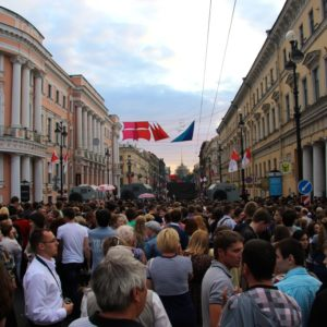 Menschenmassen auf dem Newski Prospekt