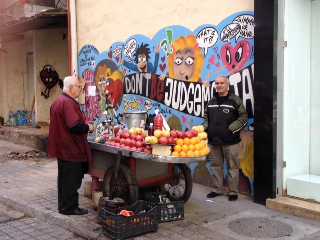 Frischer Saft und libanesische Streetart