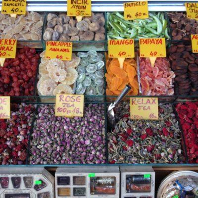 Kapalı Çarşı - Kandierte Früchte und Blüten auf dem Gewürzbasar in Istanbul