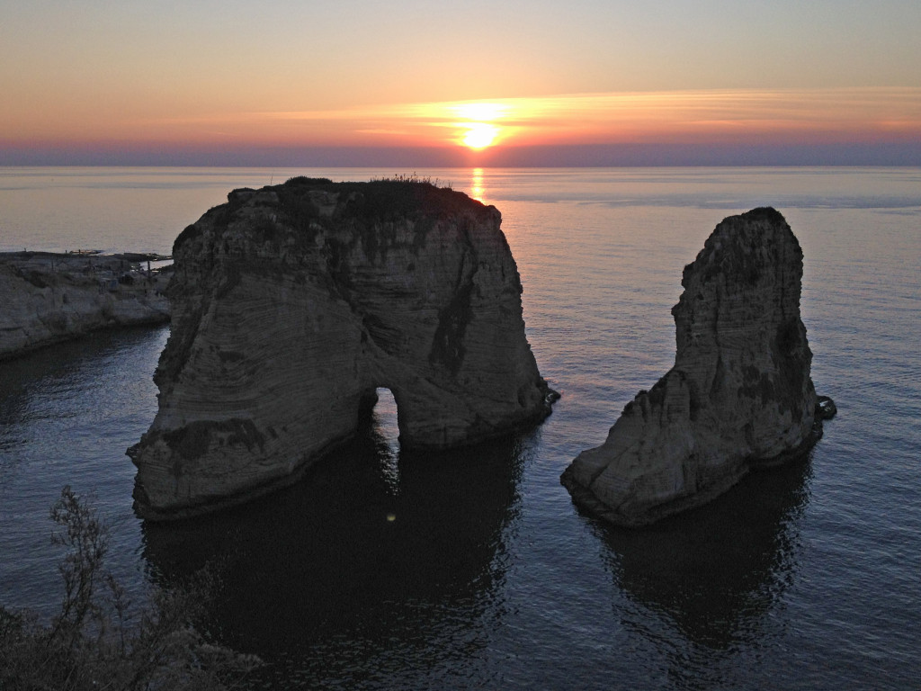 Sonnenuntergang hinter den Pidgeon Rocks / Beirut