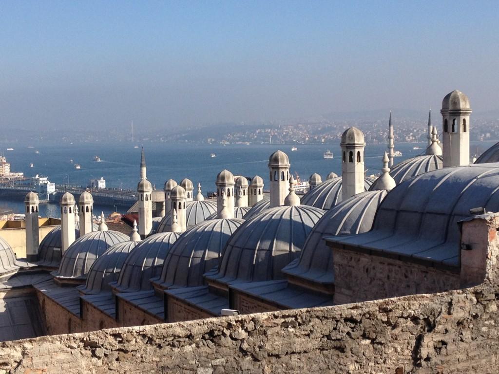 Türme der Süleymaniye-Moschee und Aussicht auf den Bosporus