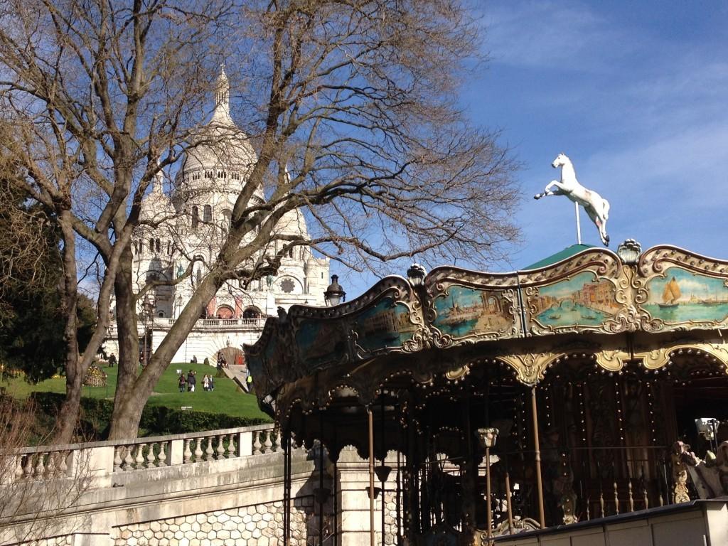 Karussell vor der Basilika Sacré-Cœur de Montmartre