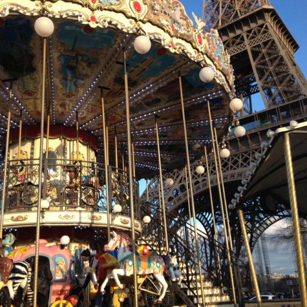 Karussell vorm Eiffelturm