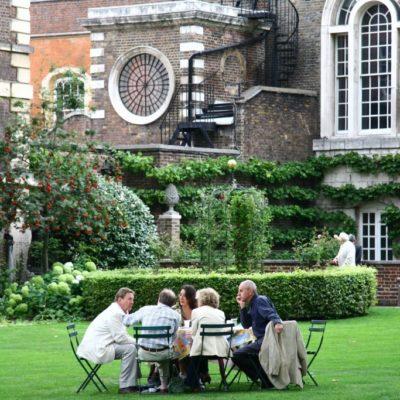Teatime im Garten von Westminster Abbey