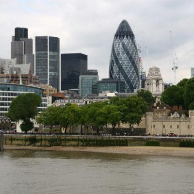 """Der Londoner Wolkenkratzer """"The Gherkin"""" von Norman Foster im Finanzdistrikt"""