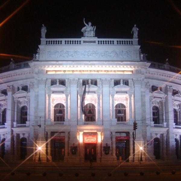 Burgtheater Wien bei Nacht